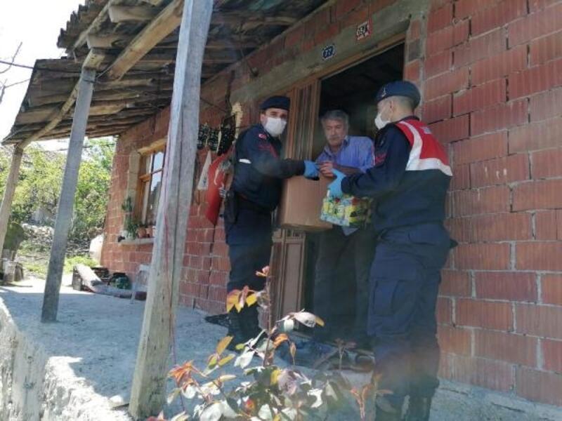 Jandarma ekiplerinden 10 aileye yardım