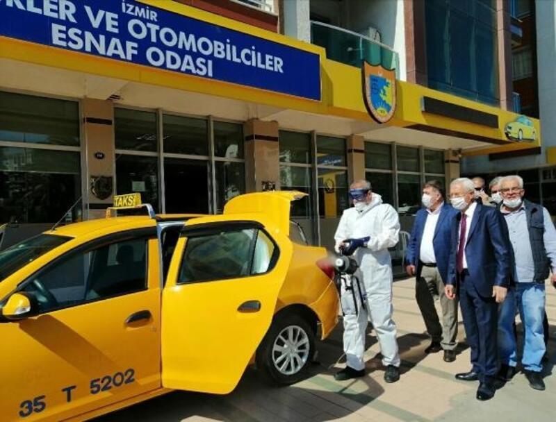 İzmir'de taksiler bir ayda ikinci kez dezenfekte edildi