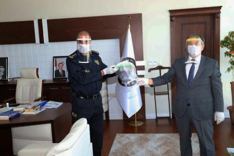 Niğde Emniyet Müdürlüğü'ne 100 adet yüz koruyucu siperlik