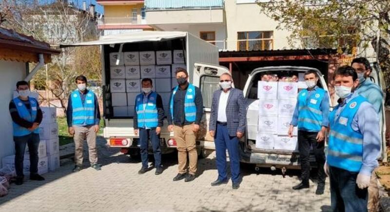 Korkuteli'de gıda kolileri dağıtılıyor