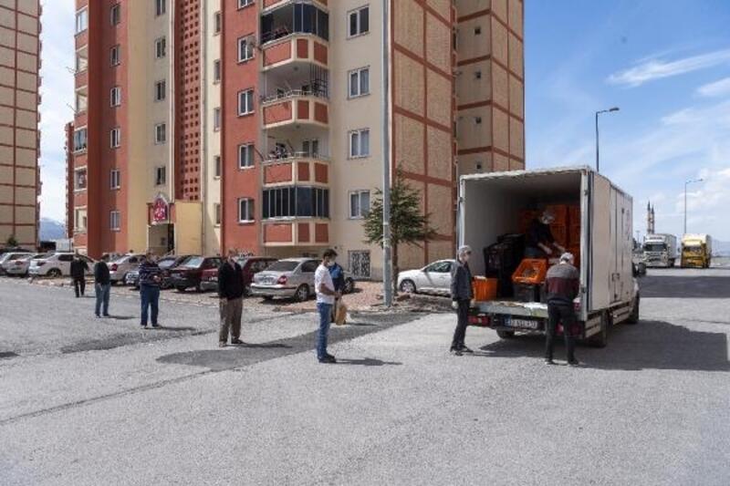 Kayseri'de belediyenin ürettiği ekmekler, vatandaşlara ulaştırıldı
