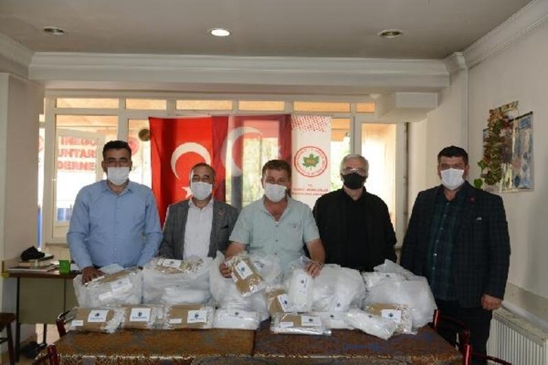 Kırsal mahalle muhtarlarına maskeler teslim edildi