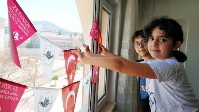 Burdur'da çocuklara özel hediye