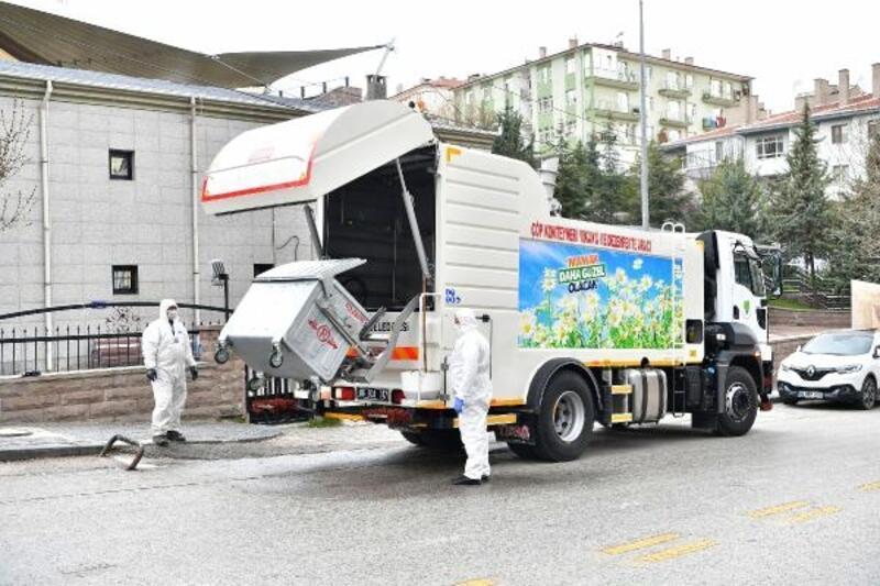 Mamak'ta çöp konteynerlerine özel ilaçlı dezenfekte