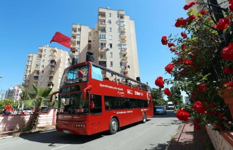 Büyükşehir Bandosu Antalya sokaklarını şenlendiriyor