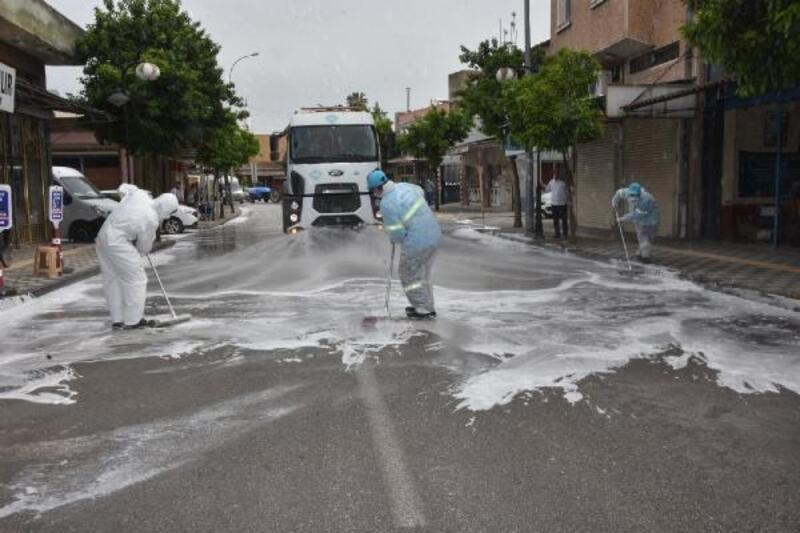 Ceyhan'ın işlek caddeleri tazyikli suyla yıkandı
