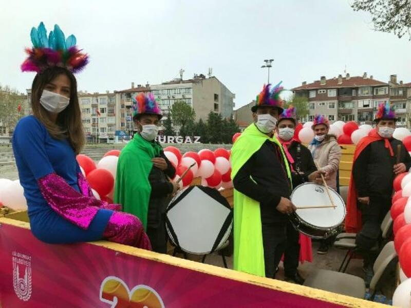 Lüleburgaz'da 23 Nisan, sokağa çıkamayan çocuklara konserle başladı