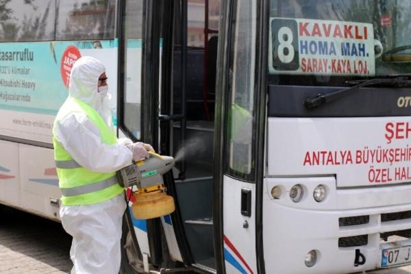 Manavgat Belediyesi dolmuşları dezenfekte etti