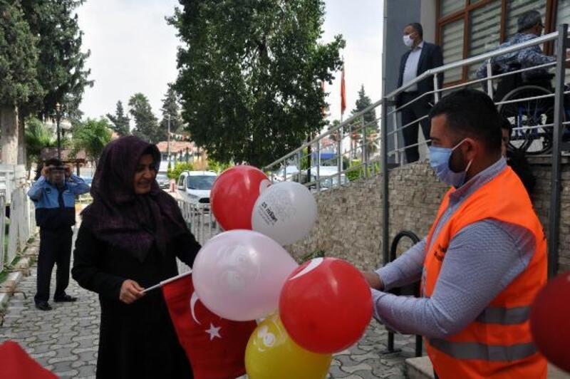23 Nisan için belediyeden Türk bayrağı ve balon