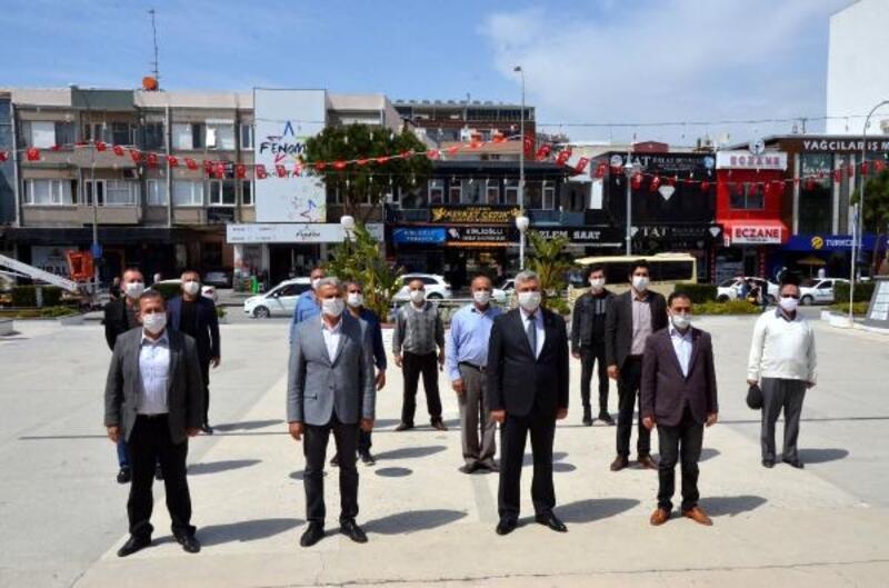 CHP'den Atatürk Anıtı'na çelenk