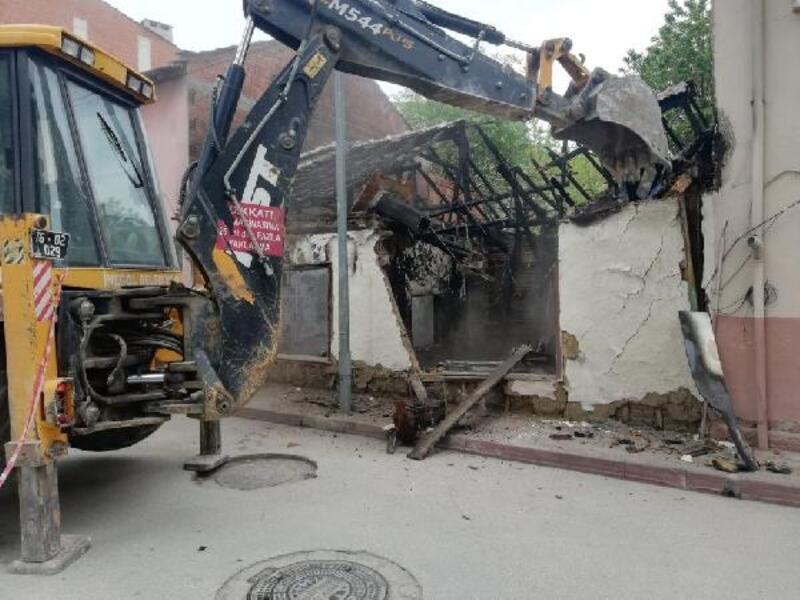 İnegöl'de tehlike teşkil eden binalar yıkıldı - Yeniden