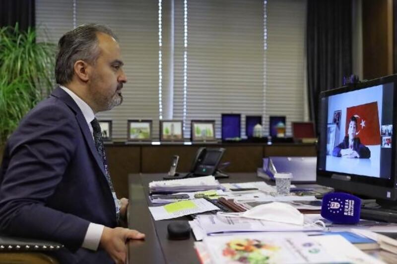 Bursa Büyükşehir Belediyesi'nde video-konferans ile nöbet değişimi