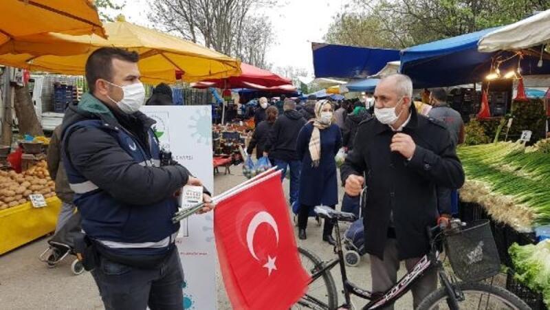 Osmangazi Belediyesi'nden esnaf ve vatandaşa Türk Bayrağı