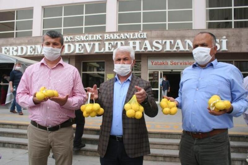Erdemli Ziraat Odası,sağlık personellerine limon dağıttı