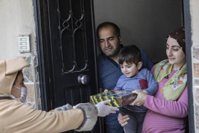 Büyükşehir'den 100'üncü yılda 100 çocuğa hediye paketi