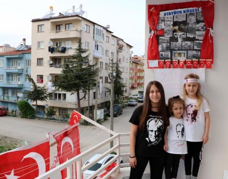 Sandıklı'da çocuklar bayramı balkonlarda kutladı