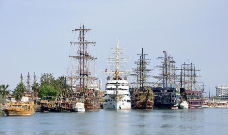 Turistik tekneler salgının bitmesini bekliyor
