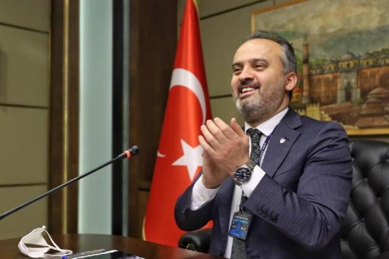 Ebrar'a, Bursa Büyükşehir Belediye Başkanı Aktaş'tan doğum günü sürprizi