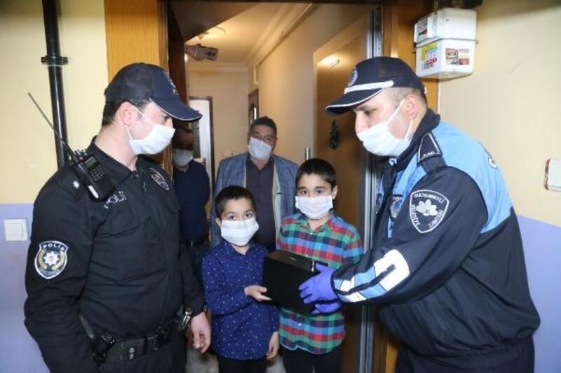 23 Nisan'da çocuklardan anlamlı bağış: Kumbaralarını 'Biz Bize Yeteriz Türkiyem'e bağışladılar