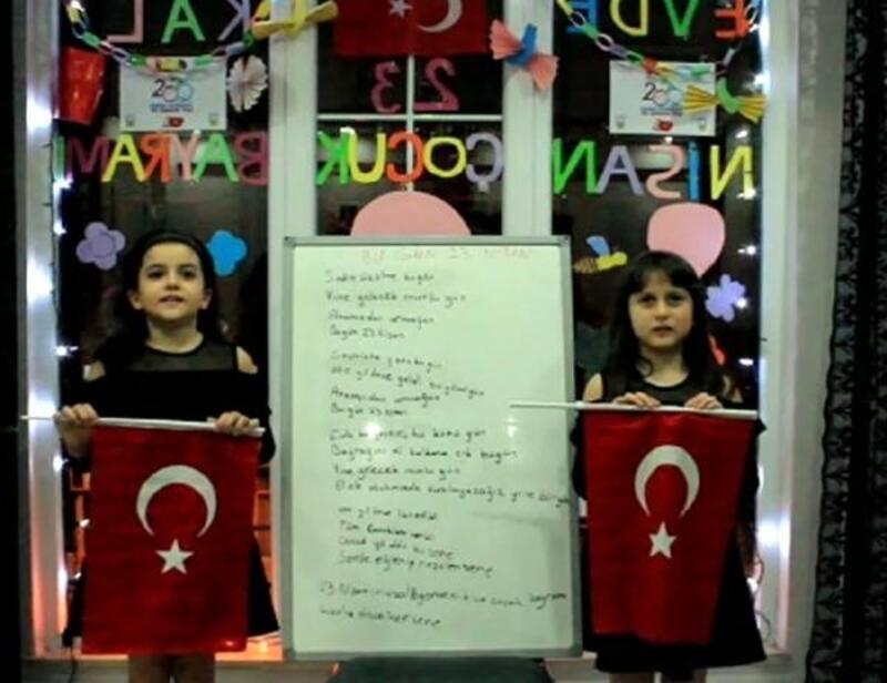 Minik kızlar, 23 Nisan için şiir yazdı