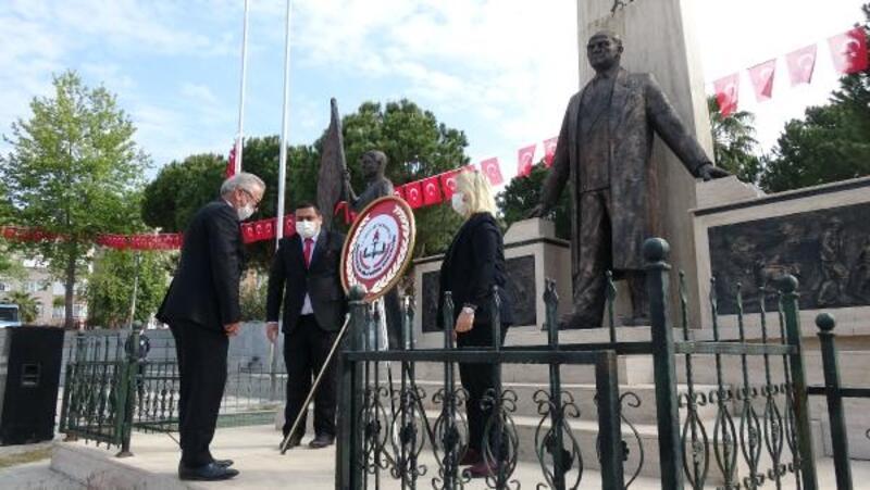 Anamur'da Atatürk Anıtı'na çelenk bırakıldı