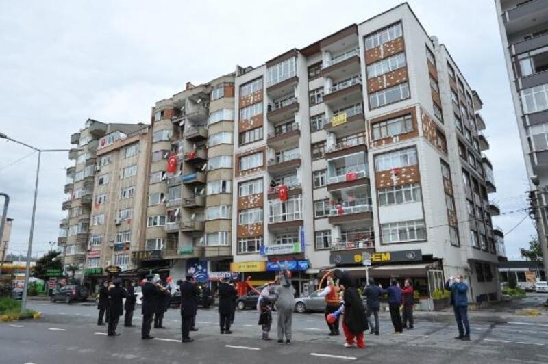 Trabzon'da, sokaklarda 23 Nisan coşkusu