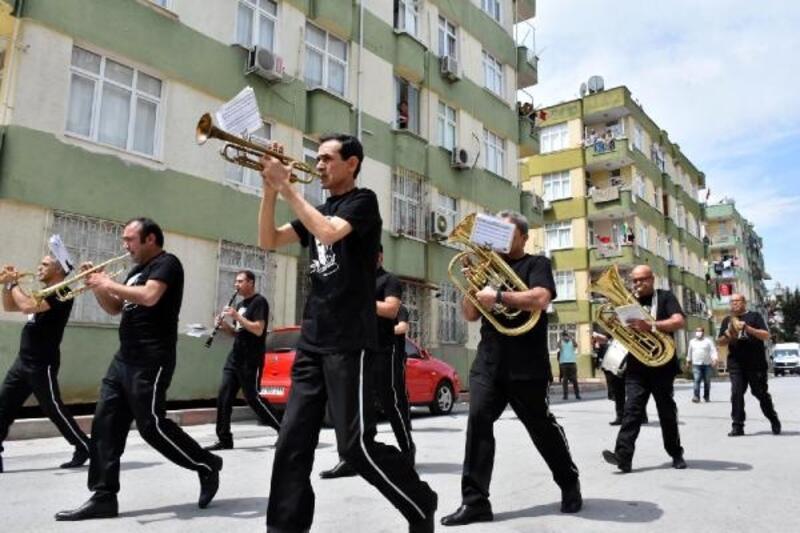 Belediye bandosu, çocuklara bayram coşkusu yaşattı