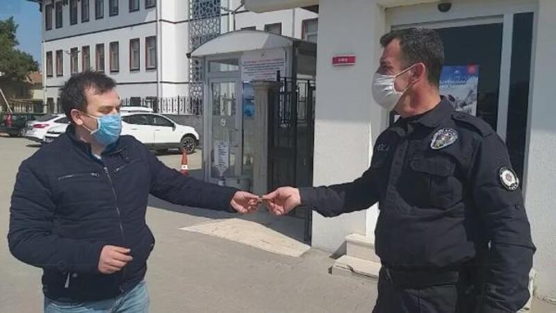 Market çalışanı düşürülen parayı sahibine teslim etti