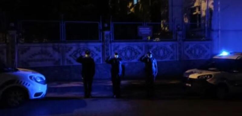 İslahiyeliler İstiklal Marşı'na balkonlardan eşlik edildi