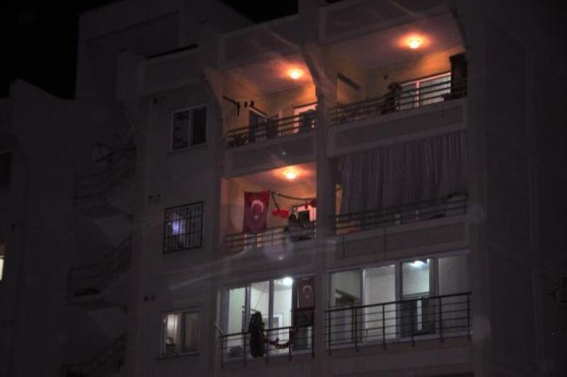Reyhanlı'da polis lojmanlarından İstiklal Marşı
