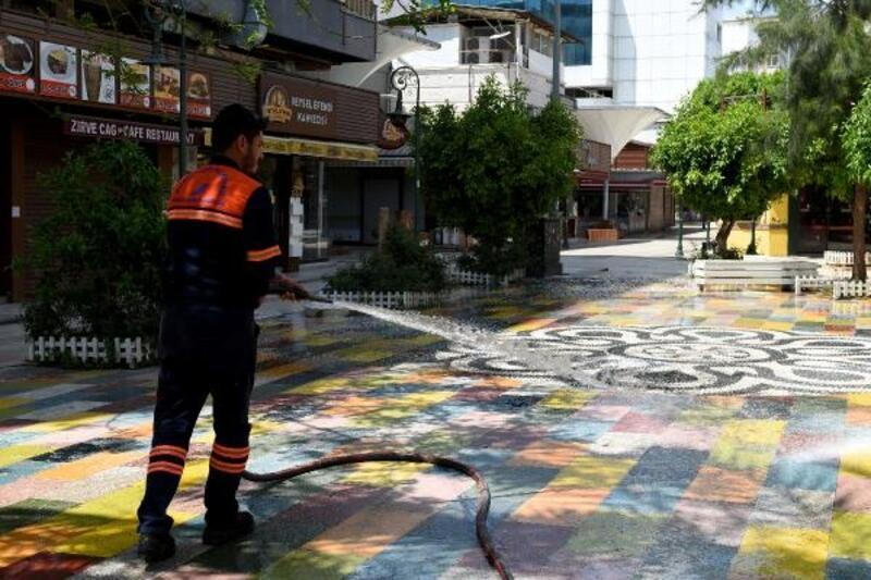 Muratpaşa'da dezenfekte çalışmaları sürüyor