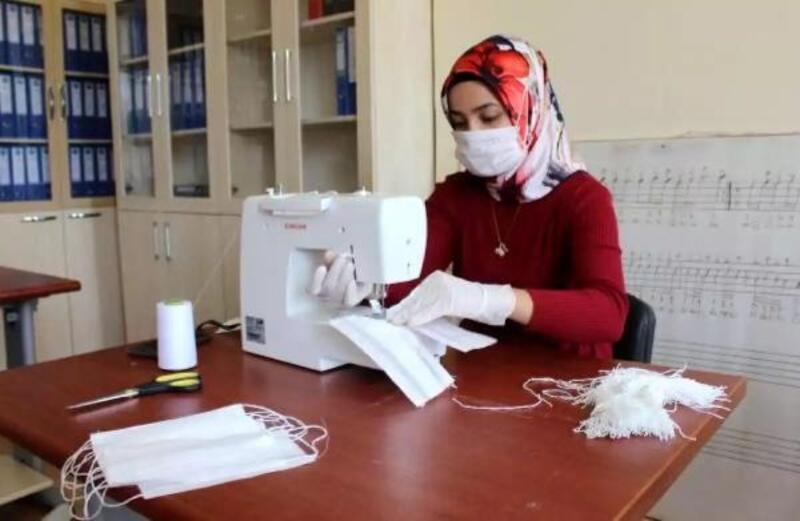 Okullar 450 bin maske üretti