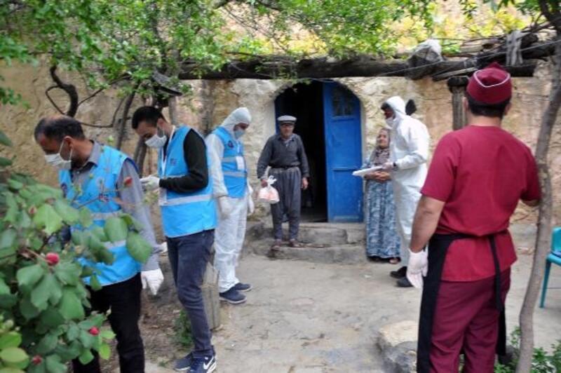 Derik'te 80 aileye iftar dağıtıldı