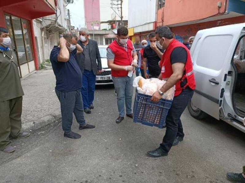 Adana'da vatandaşlara sıcak iftar yemekleri dağıtıldı