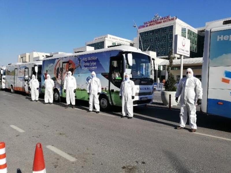Sağlık çalışanları belediyenin tahsis ettiği araçlarla evlerine ulaştırılıyor