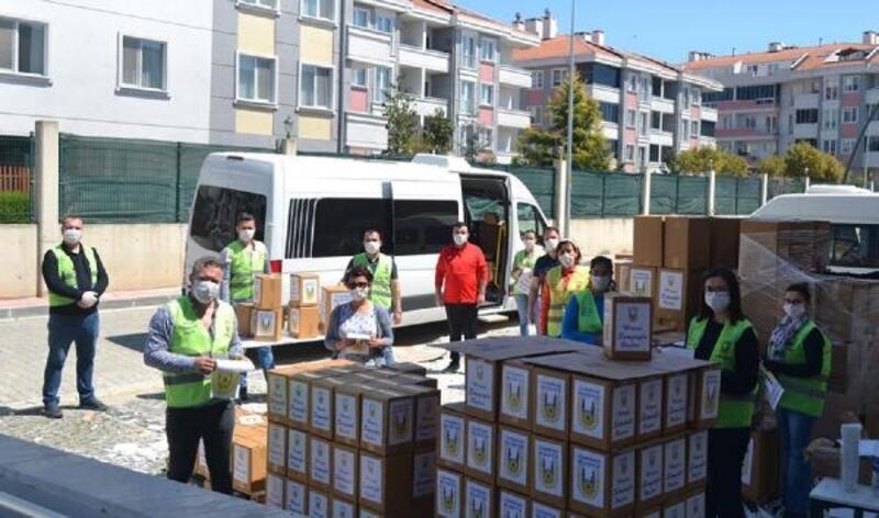Lüleburgaz Belediyesi'nden, işyerlerini kapanan berberlere gıda desteği