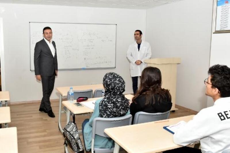 Lise ve üniversite sınavına hazırlanan öğrencilere online dersler başladı
