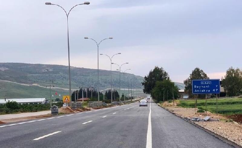 Cilvegözü-Reyhanlı karayolu beton sıcak asfalta kavuşuyor