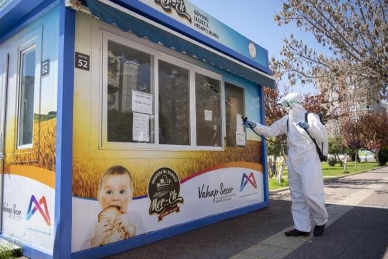 Mersin'de ekmek büfeleri dezenfekte ediliyor