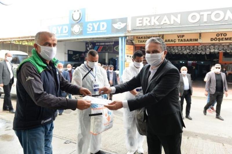 Muratpaşa'da sanayi esnafına maske dağıtıldı