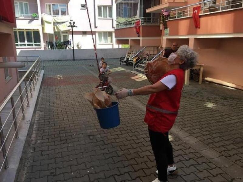 Kızılay, Kırklareli'de 5 bin pide dağıttı