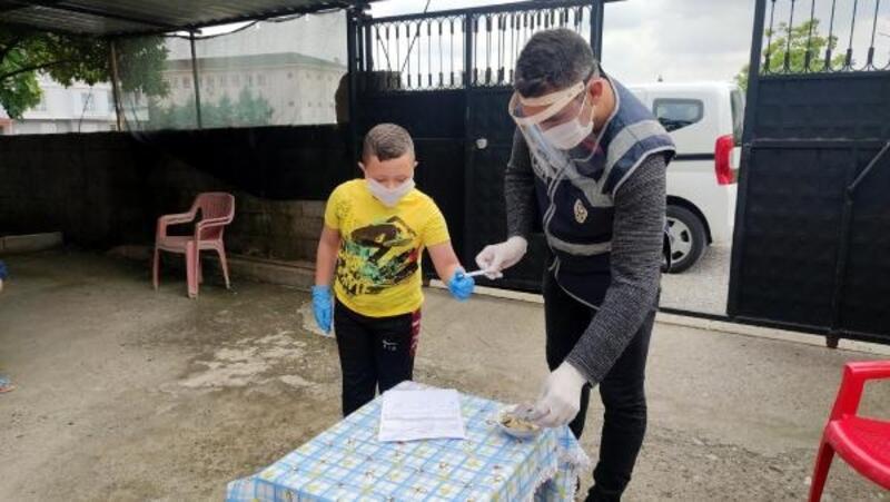 Osmaniye'de, 10 yaşındaki Kaan, biriktirdiği parayı kampanyaya bağışladı