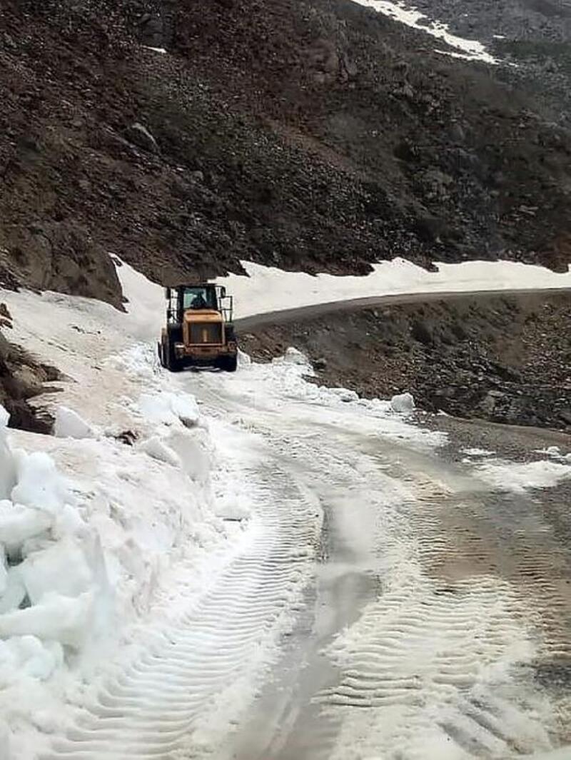 Karla kaplı Dumanlı yayla yolu ulaşıma açıldı