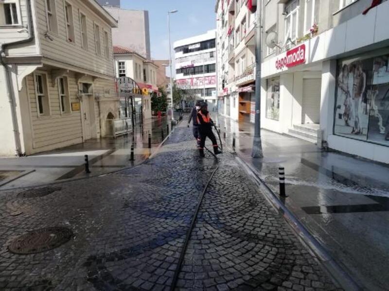 Sokağa çıkma kısıtlamasında Silivri'de belediye ekiplerinden yoğun mesai
