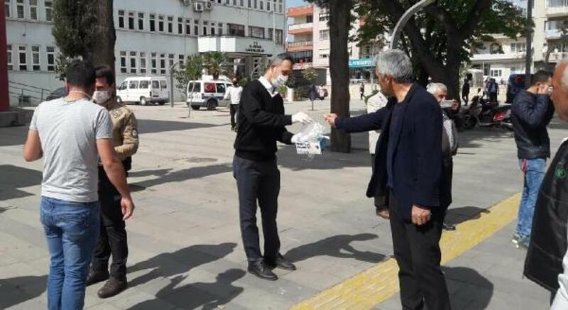 Vefa Sosyal Destek Grubu'ndan Alaşehir'de maske dağıtımı