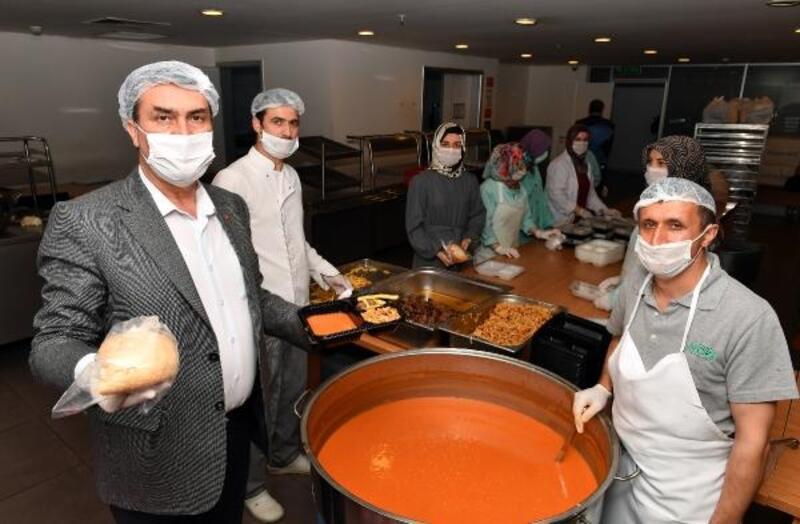 Osmangazi Belediyesi sıcak yemek dağıtımına başladı