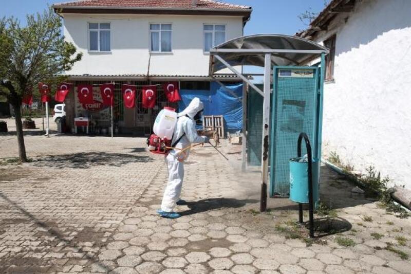 Nilüfer Belediyesi karantinaya alınan Maksempınar Mahallesi'ni dezenfekte etti