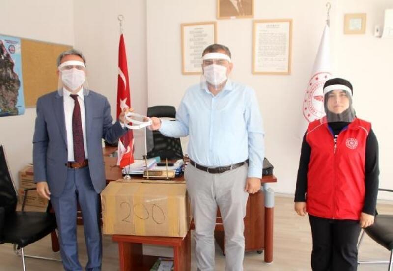Serik'te siperlikli maskeler dağıtıldı