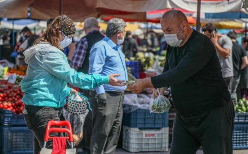 Semt pazarlarında sıkı koronavirüs önlemi
