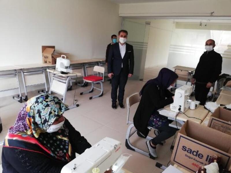 Gercüş'te gönüllü kadınlar, günde bin maske üretiyor